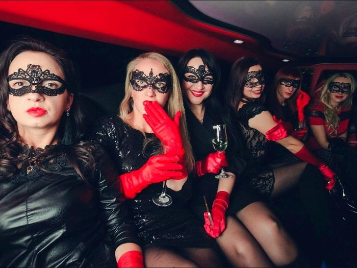 Find Lucy 😅 Let's go! Red Lipstick Red Lips Hen Party Friends Limousine Find Me  Friendship Young Women Party - Social Event Nightclub Portrait Nightlife Smiling Women Cheerful Red Eye Mask Ladies' Night