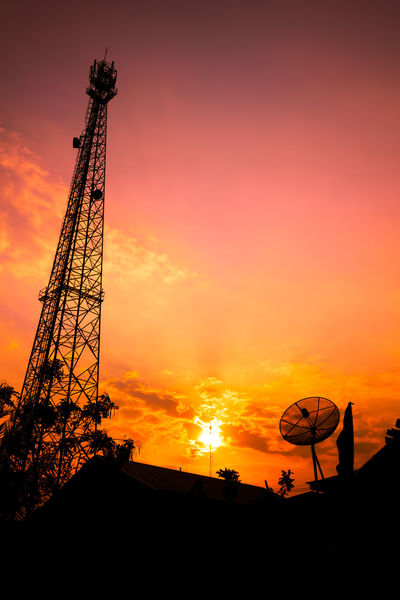 Communication Communications Tower No People Outdoors Sattel Sattelite Sattelite Dish Sattelitedish Sillhouette Sillouette Sillouettes Silluate Silluet Silluette Silluettes And Sky Silouette & Sky Sky Sunlight Sunrise Sunset Sunset #sun #clouds #skylovers #sky #nature #beautifulinnature #naturalbeauty #photography #landscape Sunset Silhouettes Telephone Telephone Photography Telephone Pole