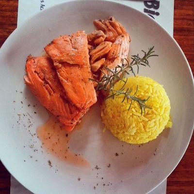 Rico Almuerzo Preparado Me salmon arroz romero