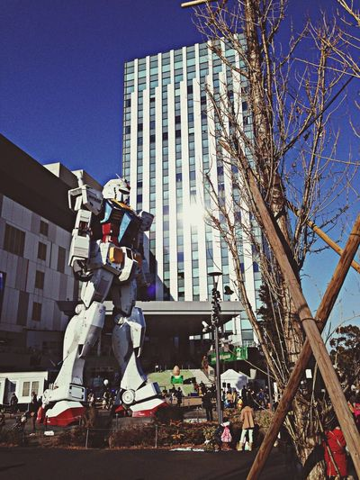 いつ見てもガンダムカッコええ〜 Gundam Taking Photos On The Road