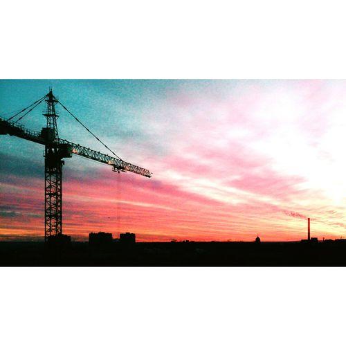 на работе Закат вечер красиво город вид из окна