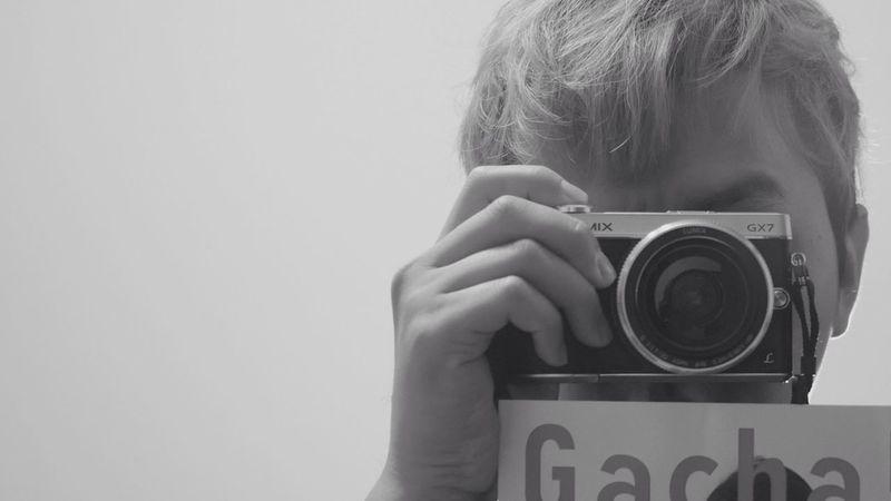 以前認為凡事要做到公平公正不能偏心,但是喜歡一個人,關心一個人,想念一個人,愛上一個人,心裡有些特別感受,這感受只有她/他才有。愛 是偏心的 Taking Photos Selfie Self Portrait Blackandwhite Black And White Black & White Me, My Camera And I The Portraitist - 2015 EyeEm Awards