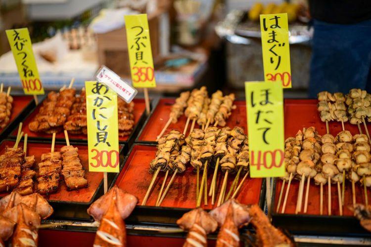 ガツンとくる串焼き天国。 Skewer Retail  For Sale Price Tag Communication Market Text Food And Drink Food Large Group Of Objects Market Stall Freshness Variation