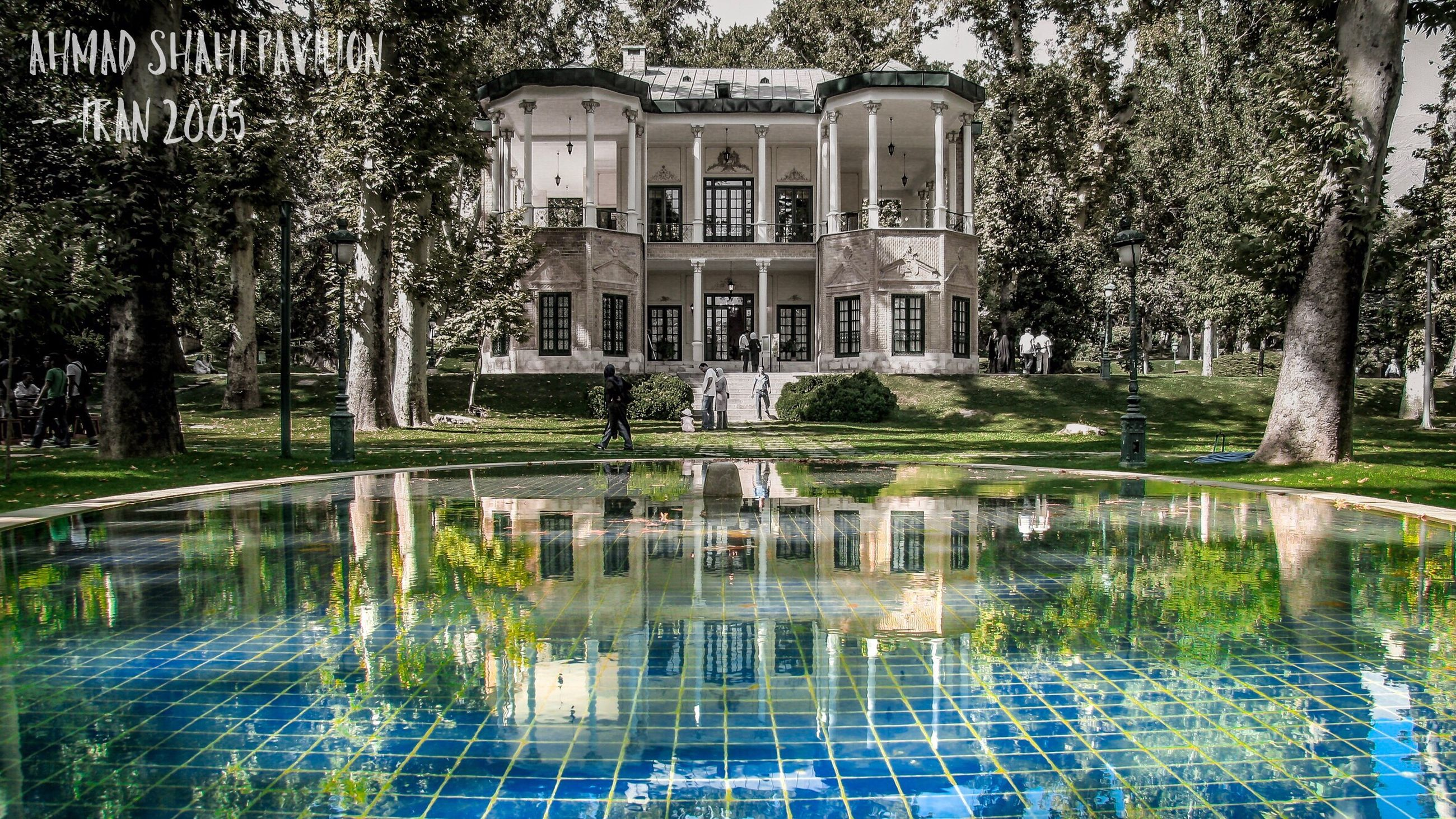 architecture, built structure, building exterior, water, reflection, house, waterfront, tree, residential building, outdoors, tranquility, day, tranquil scene, scenics, no people, architectural column, facade, green color, standing water