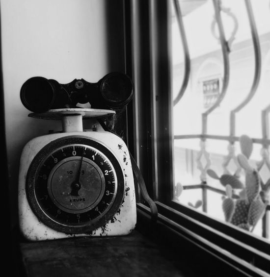 Binaculars Window Indoors  Old-fashioned No People Close-up Technology Camera - Photographic Equipment Photography Themes Weighing Scale Retro Antique