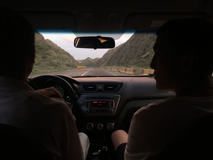 Funny Trip  In The Mountains People Watching Trip Car Friend Friendship Indoors  Leisure Activity Lifestyles Mode Of Transportation Real People Transportation Travel