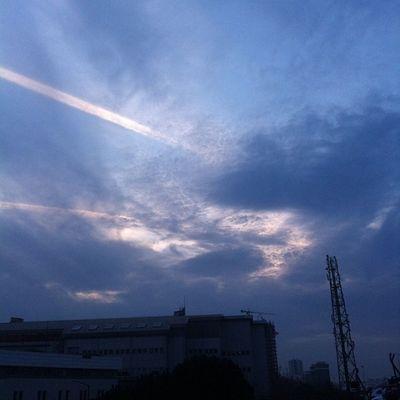 Falling skies aga... Uzaylilar Maltepe Turkcell semalarinda aboooo Sky Skyporn color gokyuzu cloud bulut alien turkiye istanbul fun