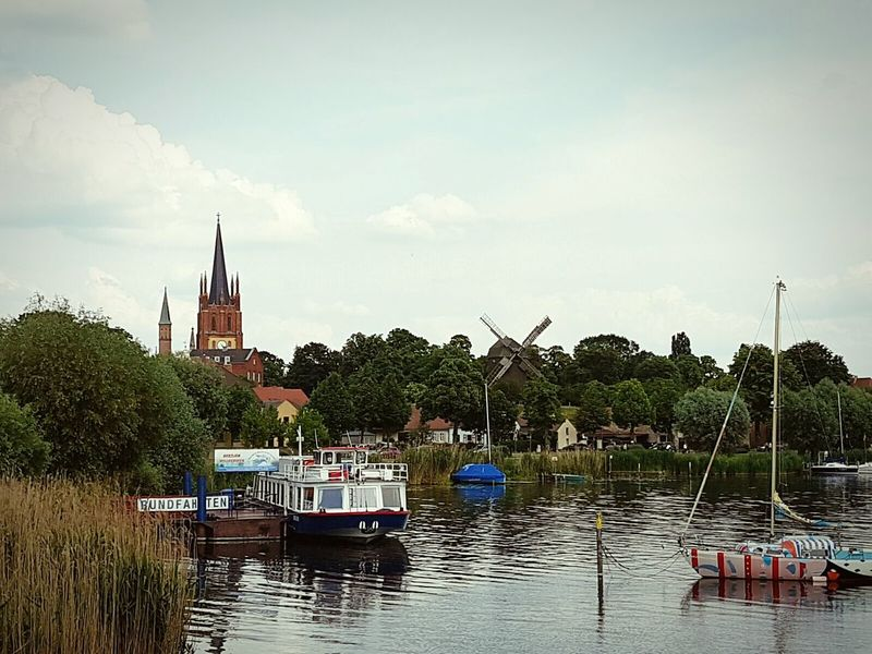 Einer der schönsten Städte auf Erden! Werder (Havel) Bockwindmühle Mühle Kirche Havel Boote Bootsfahrt Church Tower Boat Trip Boat Mill Check This Out Green Nature Clouds And Sky Green Town Feel The Journey Home Is Where The Art Is Battle Of The Cities