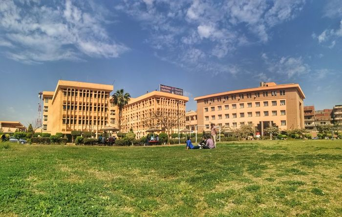 Architecture Grass Building Exterior Learning Day Fée Faculty Of Engineering Egypt EyeEmNewHere Huawei P9 Leica Huawei P9. EyeEm Best Shots EyeEm Gallery Sky EyeEm Nature Lover Architecture