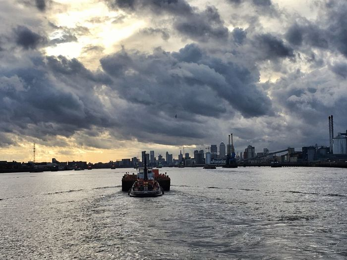 Sailing Towards the Storm ... what a Storm Cloud gathering over LONDON❤ . I just missed getting wet cycling this evening. Cloud - Sky City Urban Skyline EyeEm Best Shots The Week On EyeEm Been There.