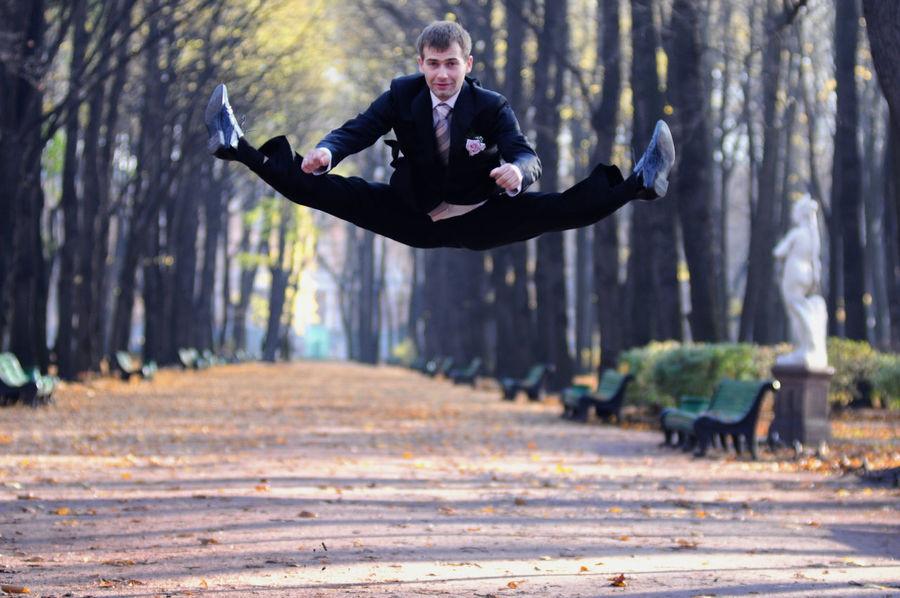 A groom jumping Flexibility Flexible Flying Fun Funny Groom Gymnast  Gymnastics Incredible Joy Jump Jumper Jumping Jumpshot Leisure Activity Master Off The Ground Sport Sportsman Wedding Wedding Day Wedding Photography Wushu Young Adult