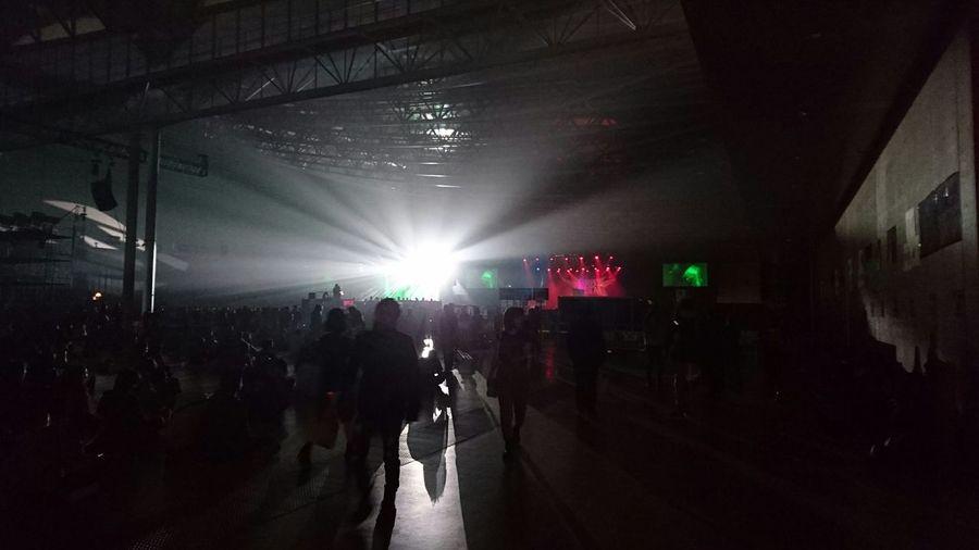 オズフェスでの一コマ。 Lights Light And Shadow Light In The Darkness People People Watching People Photography Ozzfest Music Festival From My Point Of View