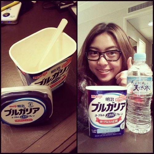 ขอขอบคุณม๊าเหมียว สำหรับโยเกิร์ตก่อนนอน ไม่น่าเชื่อว่าเม้าท์ไปทานไปจะหมดเกลี้ยงขนาดนี้ ;p นึกว่าเท่ากับ 2 กล่องที่ไหนได้ 450 กรัม...นี่มัน 3 กล่องชัดๆๆ คริ คริ Yummy Yogurt Kumamoto kyushu japan ;)