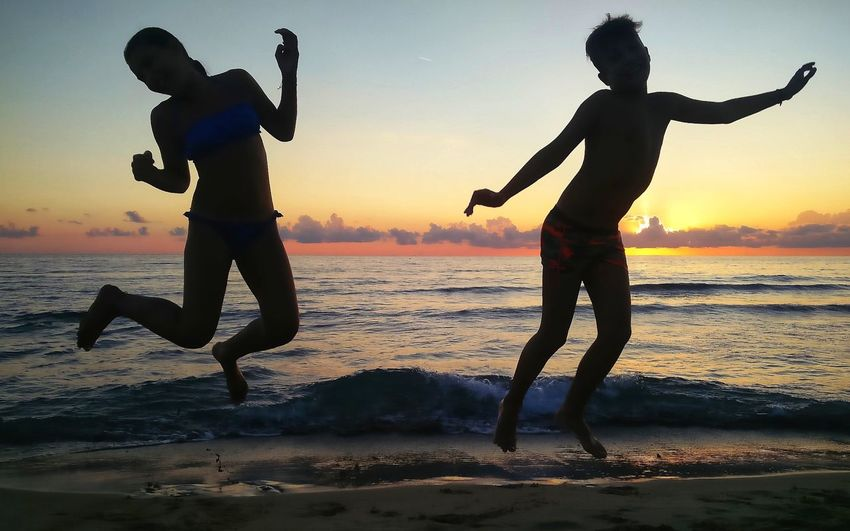 Playing at the sunset Happy Summer Vita Amore Vacations Tramonto Togetherness Sand Horizon Over Water
