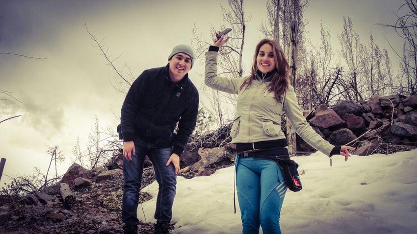 Friends En Las Montañas En La Nieve!