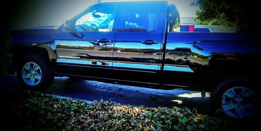 Eye4photography  Taking Photos ❤ Mein Automoment My Photography Reflections New Truck Pick Up Truck Reflections On The Metal Reflection Photography Reflections On Metal Reflection Perfection  Chevy Silverado Silverado♥ Chevy Truck