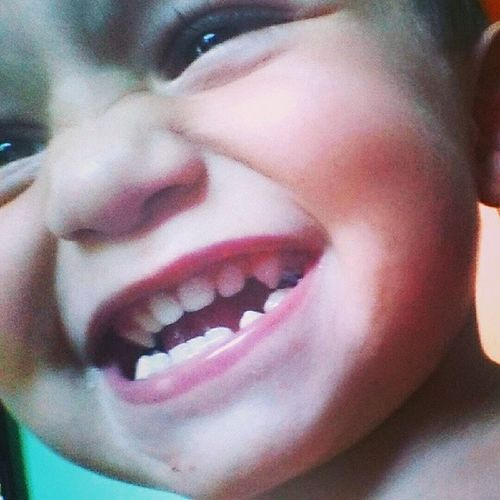 Heey, eu sou o Bê e tiro foto de mim mesmo! ;p Bernardo Myson Sorriso MeuB ê dentinhos meuvampirinho BoaNoite ( :