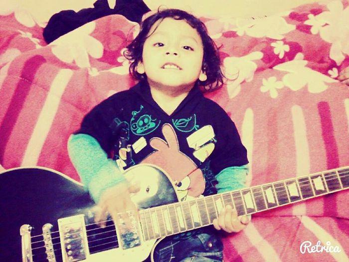 Esa pequeña sonrisa que te trae los mas bellos recuerdos de una niñez aún inocente y feliz. Edu Love Peque First Eyeem Photo