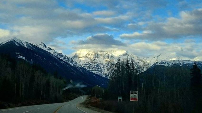 Mt Robson on my roadtrip back from Smithers on Sunday. I had such amazing weather for it. I couldn't believe it. Thank you El Nino. Mountrobson Mtrobson Bcgirlinalberta Britishcolumbia Smithers Goinghome Rockies Hwy16 TravelTuesday