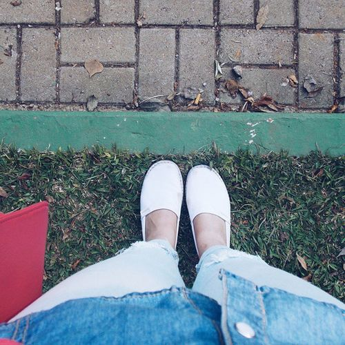What a nice day! Espadrille Alpargatas Havaianas Ootd Jeans Ground Colors Pastel Grass Green VSCO Vsconature Vscophile Vscogreen Vscogreat Vscodailyshot Nikon Nice Pale